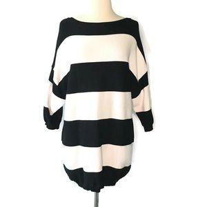Zara Knit black & white tunic sweater with zipper